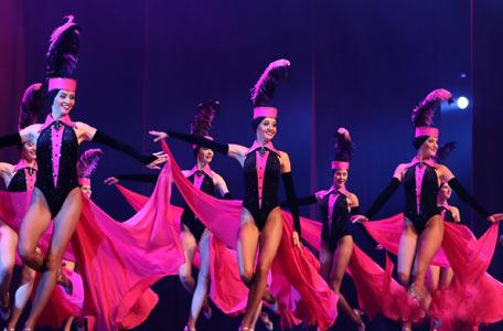 俄罗斯舞蹈团表演